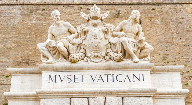 An image of the Vatican Museums entrance